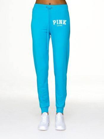 Spodnie dresowe fitness z nadrukiem z przodu jasnoniebieskie
