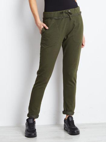 Spodnie dresowe khaki z surowym wykończeniem
