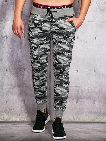 Spodnie dresowe męskie w militarny nadruk szare