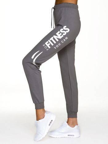 Spodnie dresowe z napisem FITNESS na nogawce szare