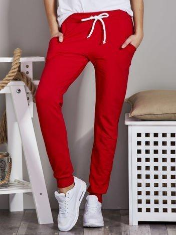 Spodnie dresowe ze ściągaczami i troczkami czerwone