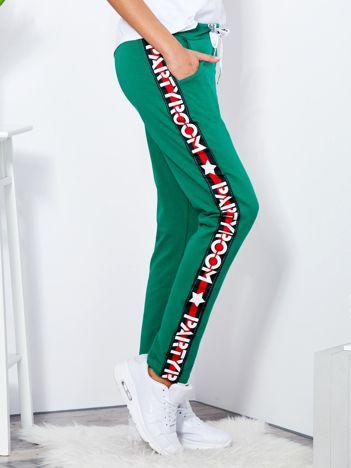 Spodnie dresowe zielone z szerokim lampasem