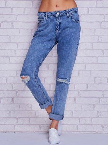 Spodnie jeansowe boyfriend z dziurami jasnoniebieskie
