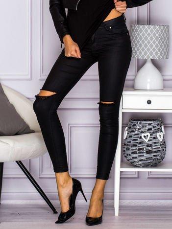 Spodnie rurki ze strechu z dziurami na kolanach czarne