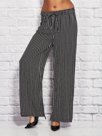 Spodnie w paski z gumką w pasie i wiązaniem czarne