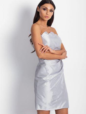 Srebrna sukienka koktajlowa z marszczeniami