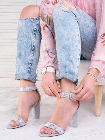 Srebrne połyskujące sandały na wysokim słupku z eco zamszu