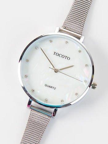 Srebrny zegarek damski z perłową tarczą i z cyrkoniami na bransolecie MESH