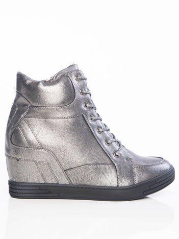 Stalowe lekko błyszczące sneakersy ze srebrnymi sznurówkami