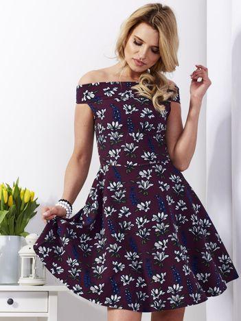 Sukienka ciemnofioletowa w kwiaty rozkloszowana