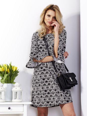 Sukienka czarna w geometryczne wzory