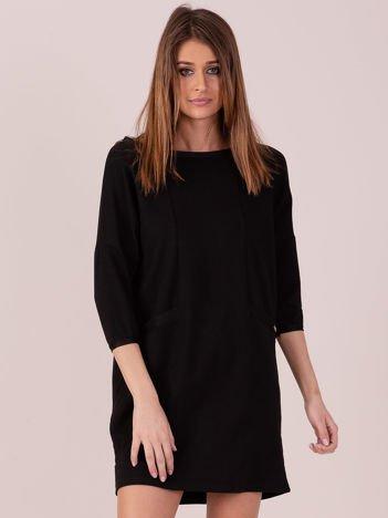 Sukienka czarna z ozdobną lamówką