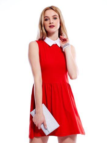 Sukienka czerwona z kołnierzykiem