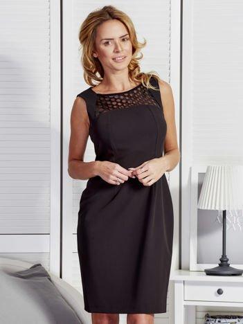Sukienka damska z ozdobną wstawką przy dekolcie czarna