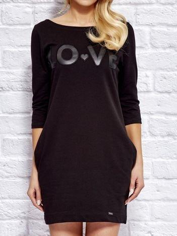 Sukienka dresowa z napisem LOVE czarna