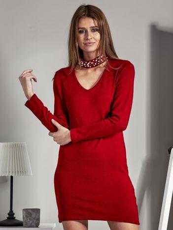 Sukienka dzianinowa z ozdobnym chokerem czerwona