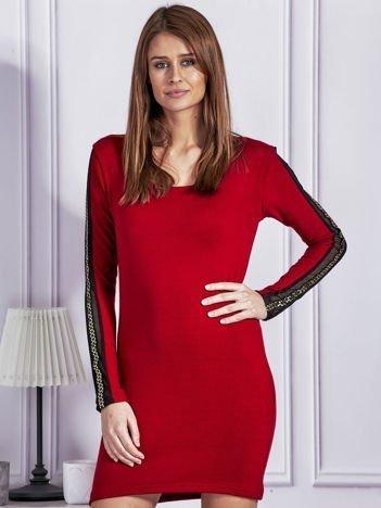 Sukienka dzianinowa z ozdobnymi lampasami czerwona