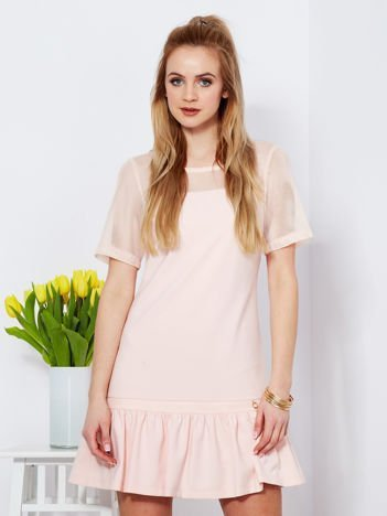 Sukienka jasnoróżowa z siatkowymi rękawami