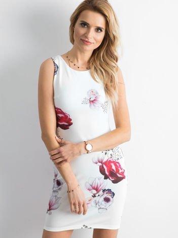 Sukienka koktajlowa ołówkowa w kwiaty ecru