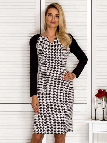 Sukienka koktajlowa w pepitkę czarno-biała