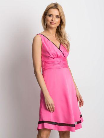Sukienka różowa V-neck z siatkowym wykończeniem