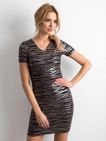 Sukienka tuba w metaliczne wzory