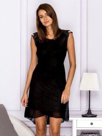 Sukienka w kratkę ze skórzanymi wstawkami czarna