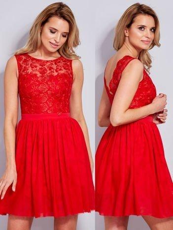 Sukienka z haftem i kokardą czerwona
