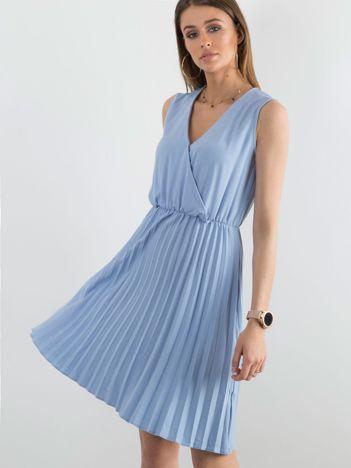 Sukienka z kopertowym dekoltem niebieska