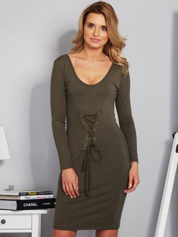 Sukienka ze sznurowaniem i głębokim dekoltem khaki