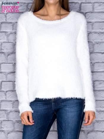 Sweter damski biały puszysty
