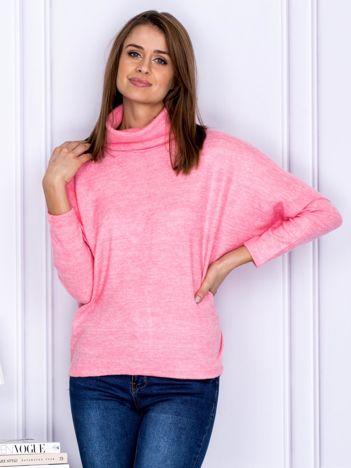 Sweter jasnoróżowy z miękkim kołnierzem