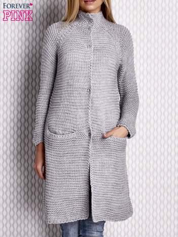 Sweter o szerokim splocie szary