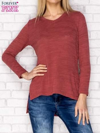 Sweter z dekoltem w serek i dłuższym tyłem czerwony