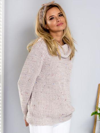 Sweter z kolorową nitką i golfem beżowy