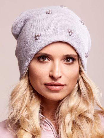 Szara czapka z perełkami