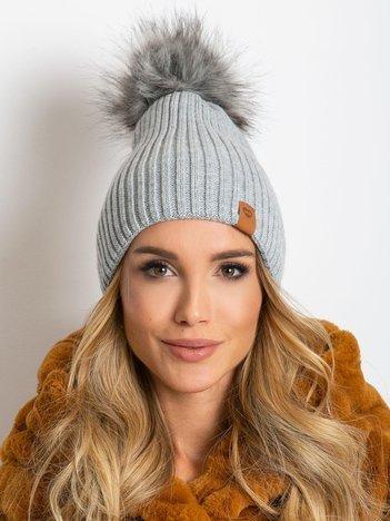 Szara czapka z wełną