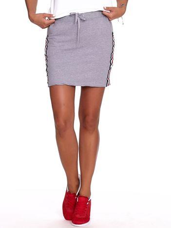Szara dresowa spódnica mini z kieszeniami i paskami