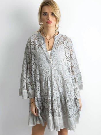 Szara luźna sukienka z koronki