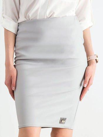Szara ołówkowa spódnica ze skóry ekologicznej