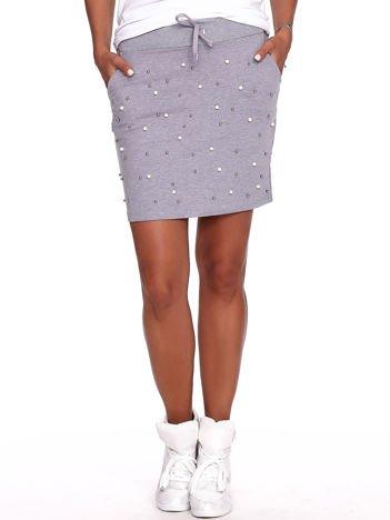 Szara spódnica dresowa z perełkami i kieszeniami