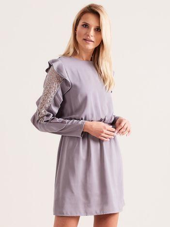 Szara sukienka  z falbanami na rękawach