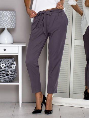 Szare materiałowe spodnie z wiązaniem