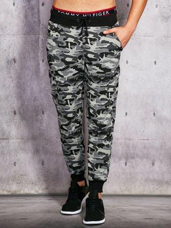 Szare ocieplane spodnie dresowe moro