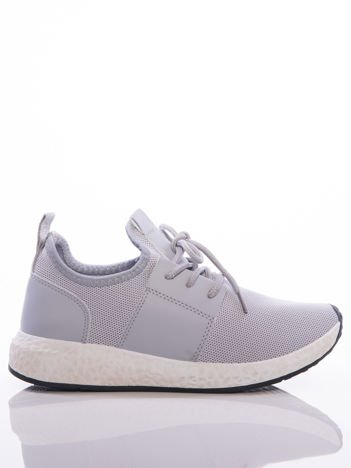 Szare półażurowe buty sportowe na białej sprężystej podeszwie