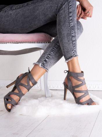 Szare sandały SABATINA na szpilkach