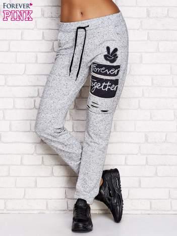 Szare spodnie dresowe z napisem FOREVER TOGETHER