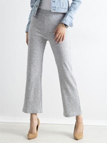 Szare szerokie dzianinowe spodnie