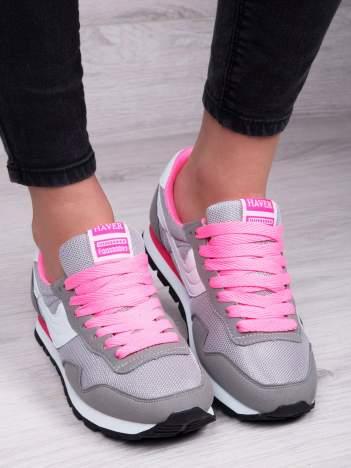 Szaro-biale buty sportowe z różowymi sznurówkami