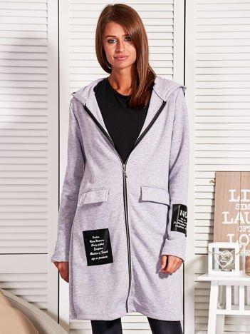 Szary dresowy płaszcz ze skórzanymi naszywkami